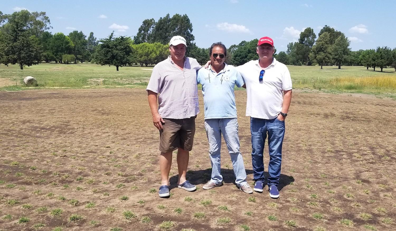 El Presidente del club Sergio Fillol,  Juan Carlos Medina, Encargado de la cancha, y el Capitán Uwe Wahner.