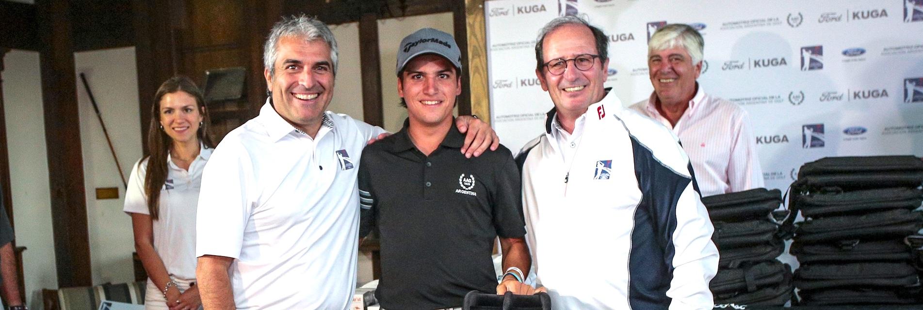 Rosario Ariganello, Gerente de Medios de Ford Argentina, Mateo Fernández de Oliveira, ganador de la Final de 2018, y Gabriel Lopez, Presidente de Ford Argentina.