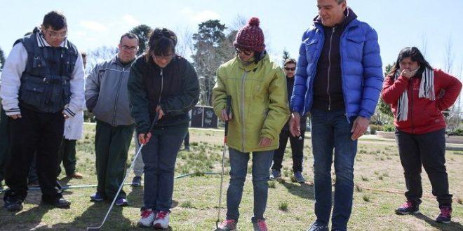 Zabaleta-visitó-a-laspersonas-que-forman-parte-del-programa-municipal-de-Golf-Terapéutico-Integrado